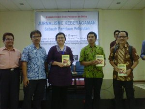 """Bedah buku dan kuliah umum """"jurnalisme keberagaman"""". Sumber; Dok. ICRP"""